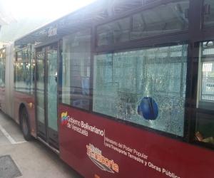 Dos unidades de Trolebús Mérida con usuarios a bordo fueron atacadas la noche del miércoles
