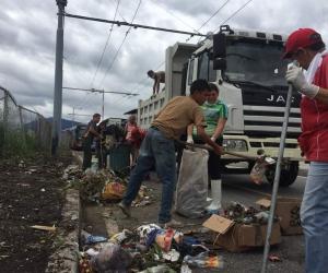 Habitantes de Av. 16 piden conciencia en el tratamiento de los desechos sólidos